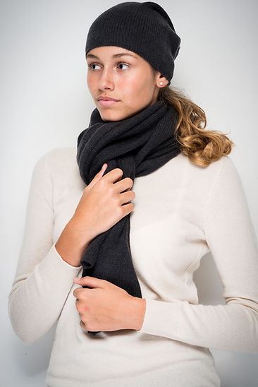 Knitted Hat & scarf in 100% cashmere