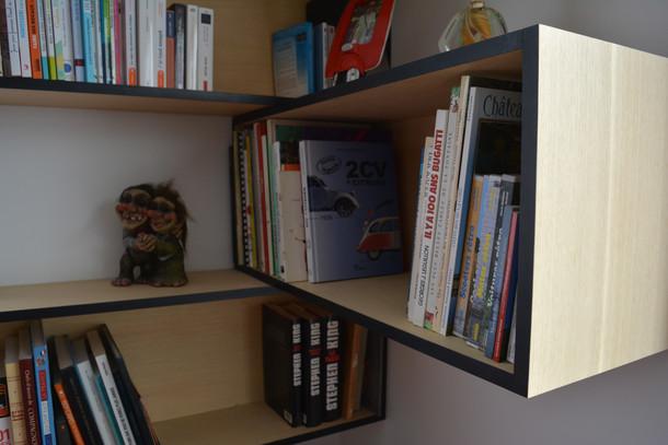 Bibliothèque en angle . Frêne et noir