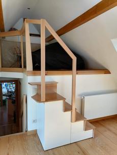 Petit escalier avec rangement