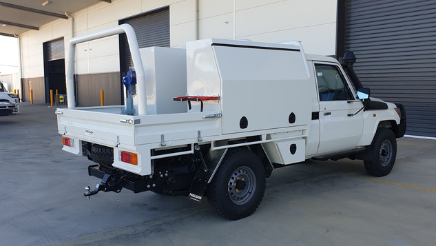 ✅Heavy duty steel tray & ✅Aluminium toolboxes coated with exclusive and super tough Shingleback Coating system.