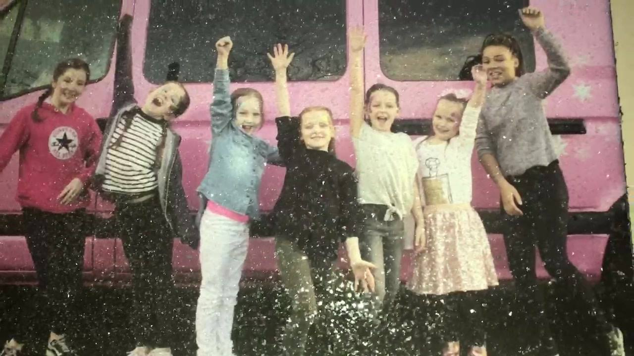 ✨💖✨GLITZY GALZ✨💖✨  ✨🌟Glitter Photoshoot🌟✨               ✨Only £30✨  🌟Glitter Canvas 💖Group Pic For All Girls 🌟Webpage Of Pics   💖Available With Any Of Our Party Packages💖  See Website For Details  www.glammylicious.com