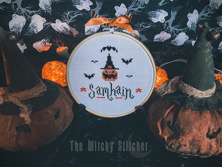 Free Samhain Cross Stitch Pattern ~ Happy Halloween Witches!