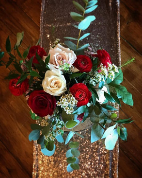 Bold and romantic November wedding flowe