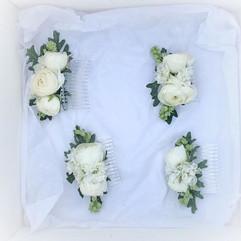 Gorgeous white ranunculus hair combs_⠀⠀⠀