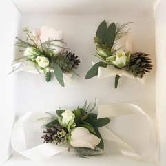 Pretty corsages for Amy and Stephens Sat