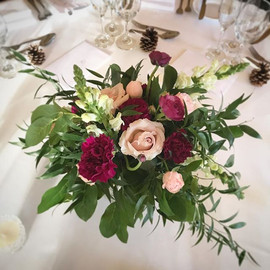 Centrepiece loveliness for today's weddi