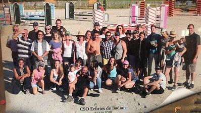 Ecurie_de_Badian_bénévoles.jpg