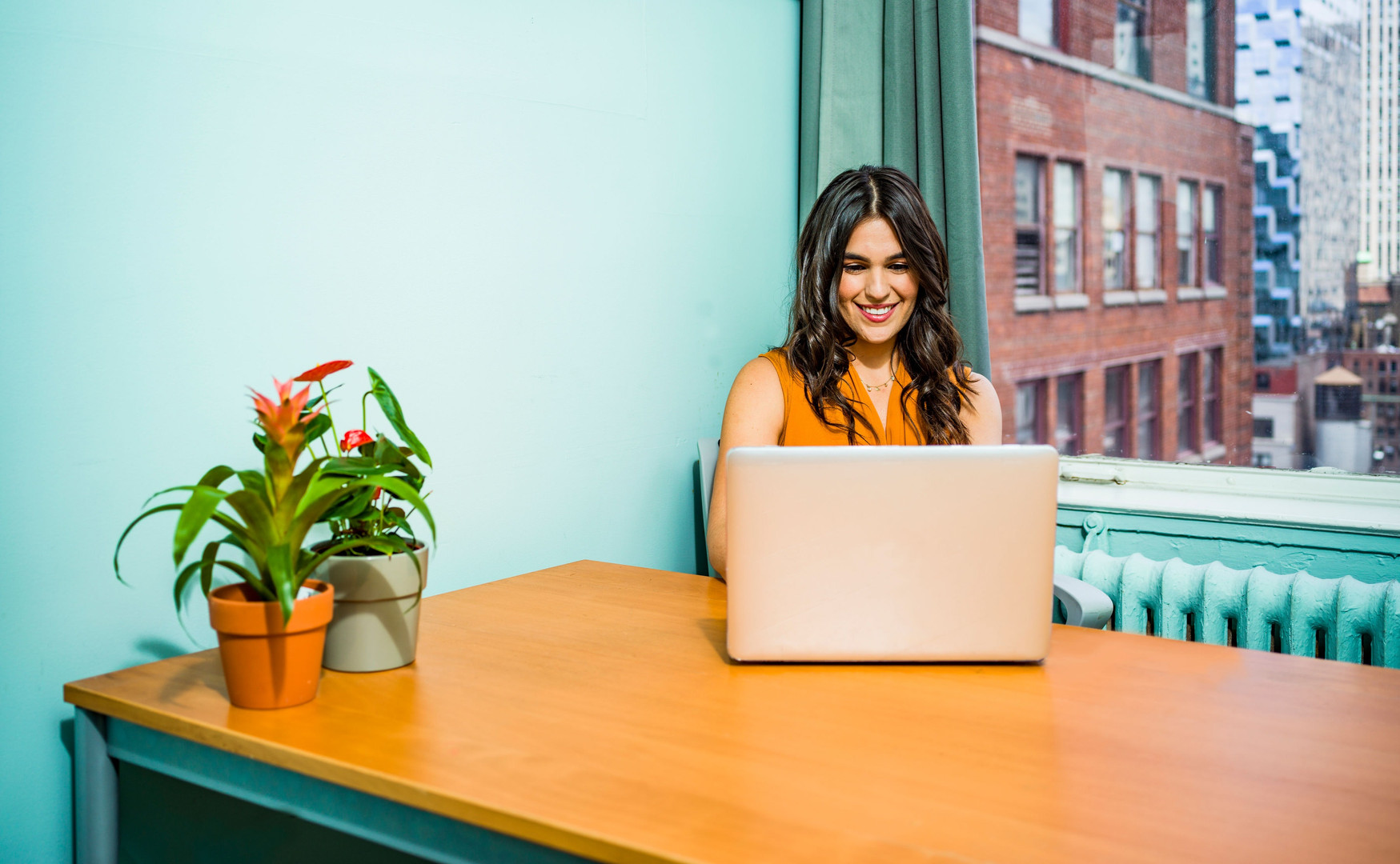 woman-using-laptop-2422286.jpg