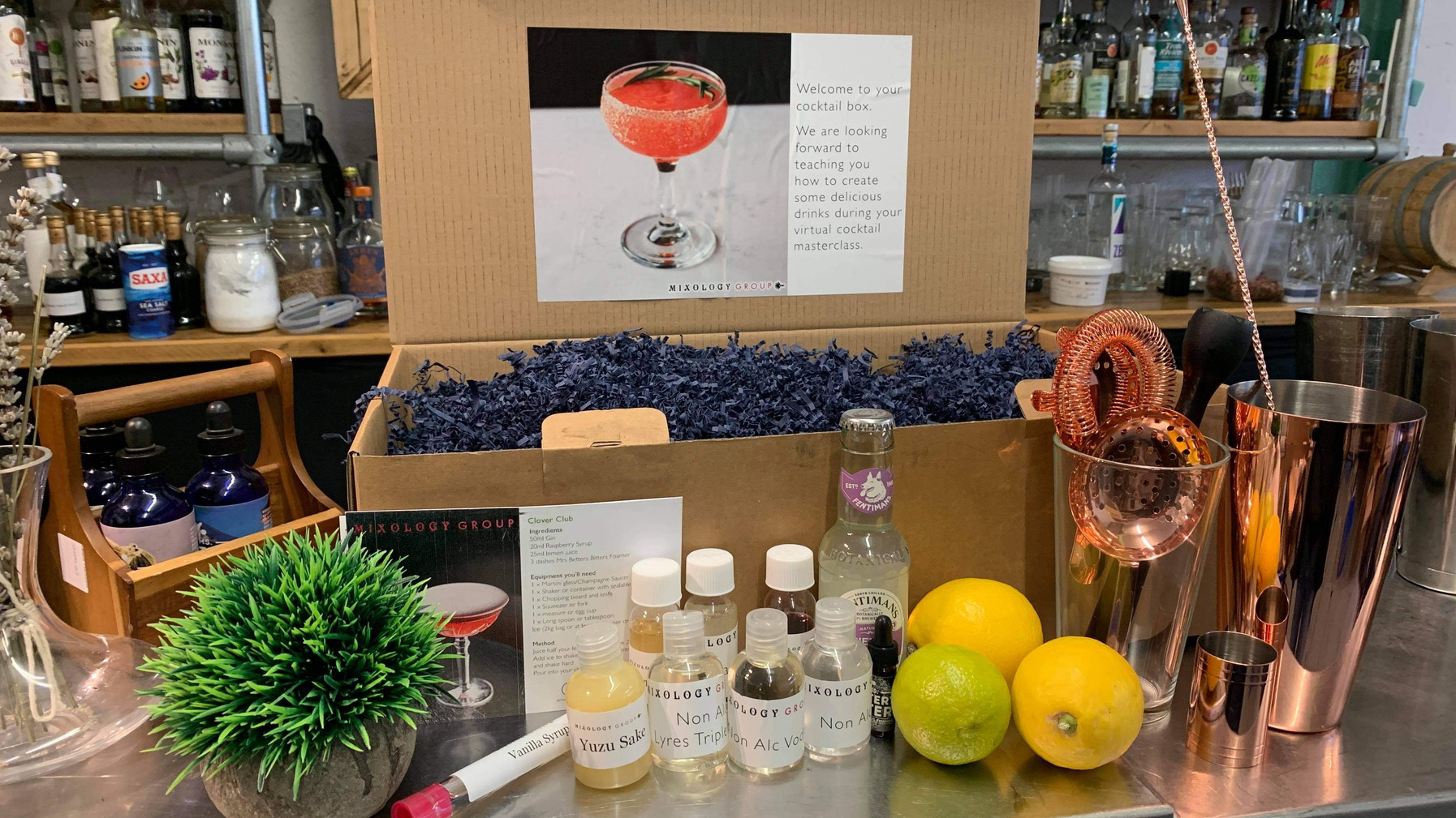 COCKTAIL MASTERCLASS WITH THE INGREDIENTS COCKTAIL BOX
