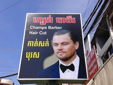 Szyld fryzjera w centrum Phnom Penh