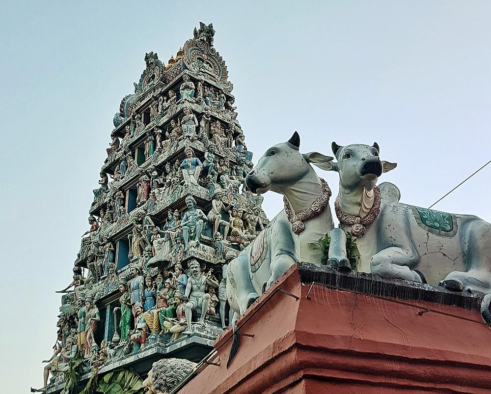 Wieża świątyni hinduistycznej w centrum Singapuru