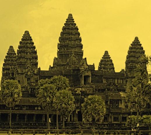 Pięć wież Angkor Wat w Kambodży, zachodnia strona świątyni z palmami na żółtym edytowanym filtrem tle