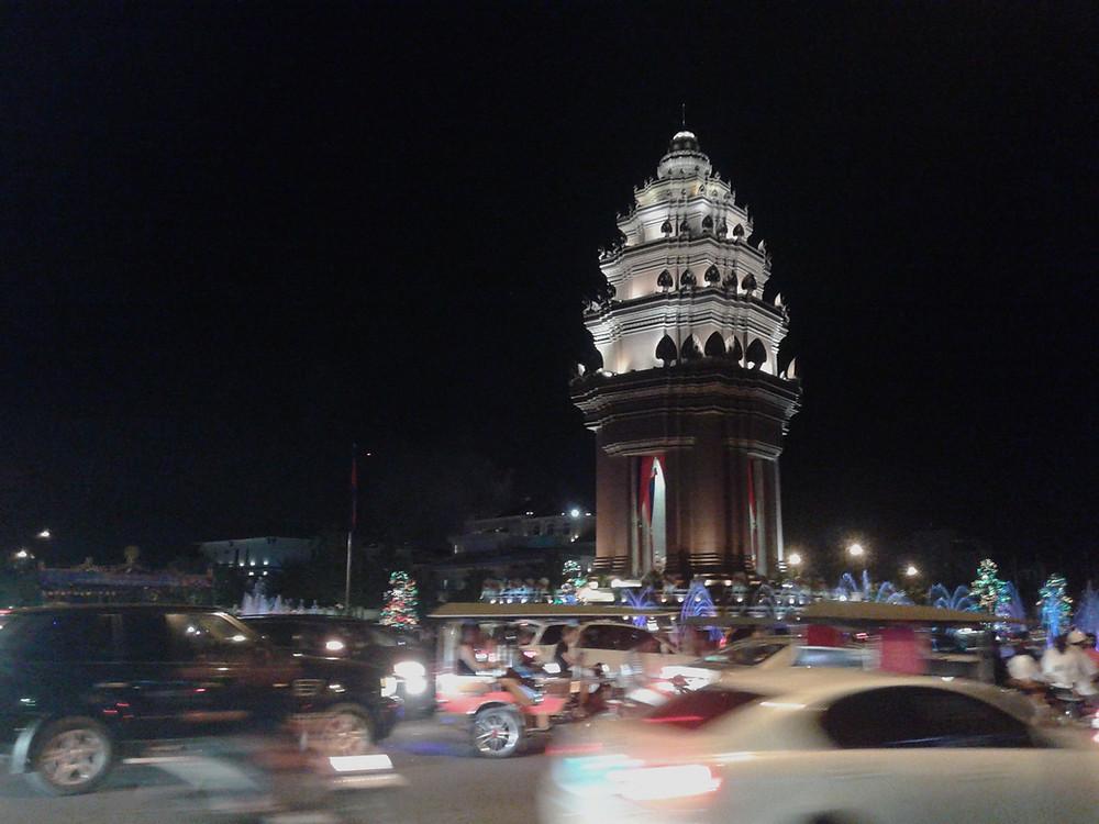 Pomnik Niepodległości w centrum Phnom Penh