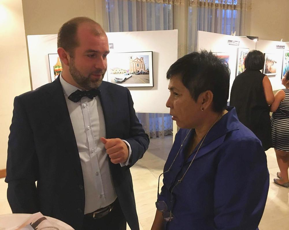 Mister Marcin z panią minister kultury Kambodży, Chaktomuk Conference Hall, ASEAN cultural celebrations, wydarzenia rządowe w Kambodży, kulturalne wydarzenie