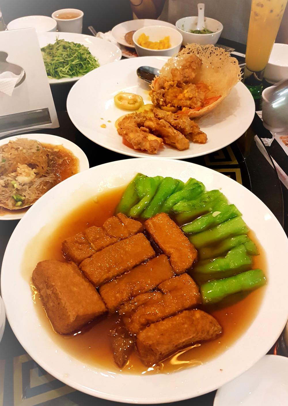 Tofu, jedzenie, talerze, posiłek, stół, miski, warzywa