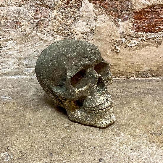 Crâne en pierre