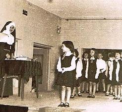 HISTORIA hermanas y alumnas.jpg