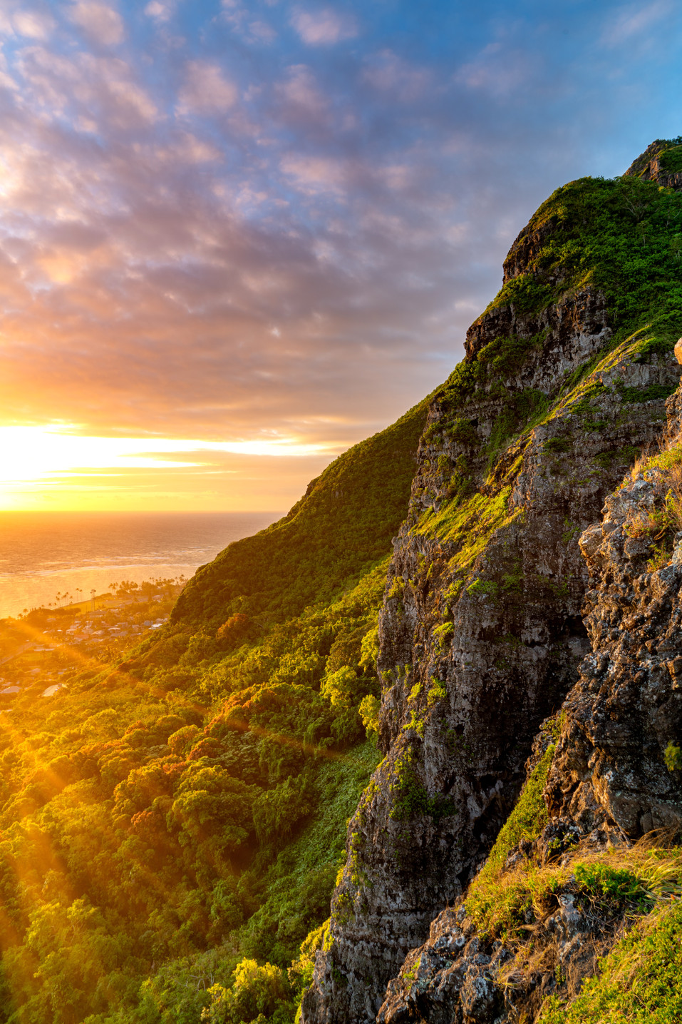 Hawaii - Crouching Lion Sunrise