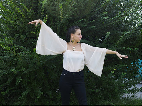 Top con maniche a farfalla