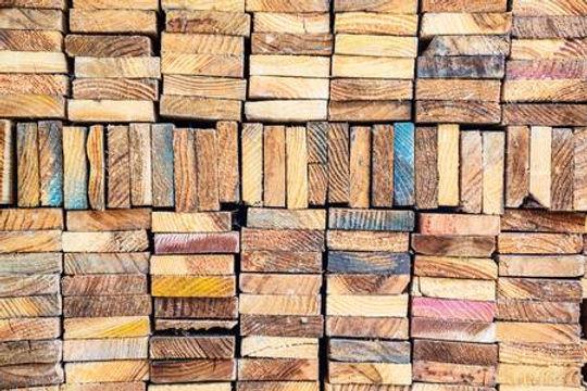 44228111-pila-de-la-madera-de-construcci