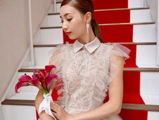 最新のトレンドを取り入れた新作カラードレス!インパクトのある襟付きドレスは目を引きます。
