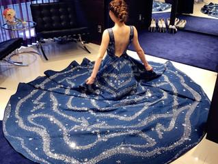職人が1ヶ月かけて全て手作業でビジューを縫い付けた豪華ドレス💓動きたび、輝きゲストも見惚れる1着✨背中が綺麗に見えるデザインで大人花嫁を美しく演出♪