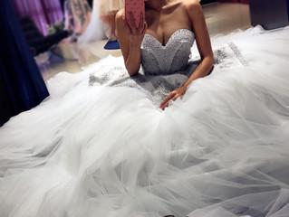 シルバーのカラードレスをご紹介❣️