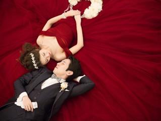 深みのある綺麗な赤とドレス全体に広がるチュールが媚びない大人の可愛さに😌💞 末永くお幸せに〜🌟