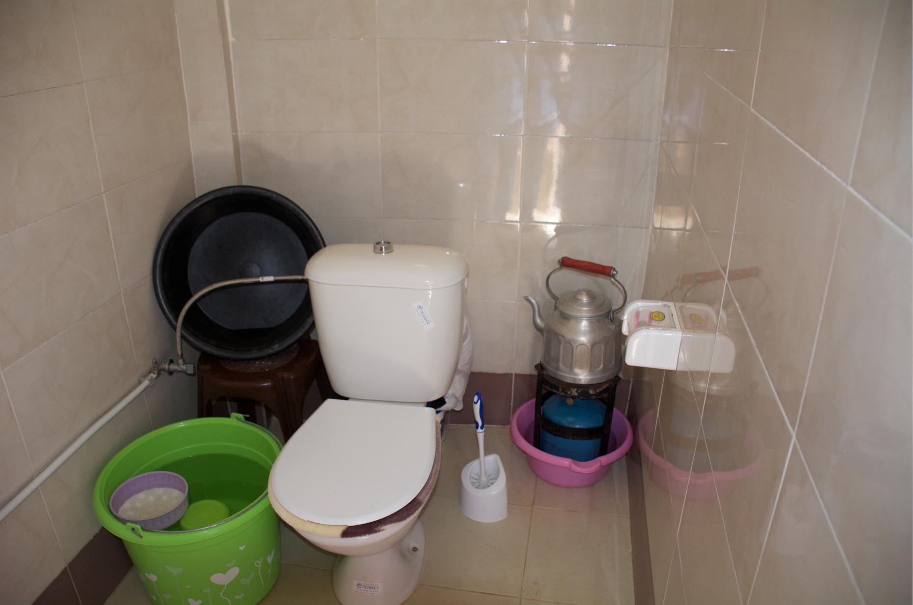 Nieuwe toilet en badkamer