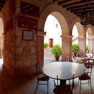 terraza-interior-castillo-castilnovo.jpg