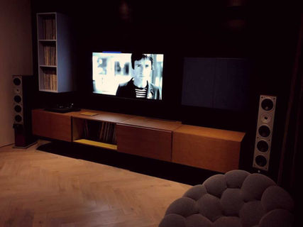 TV ROOM | D4