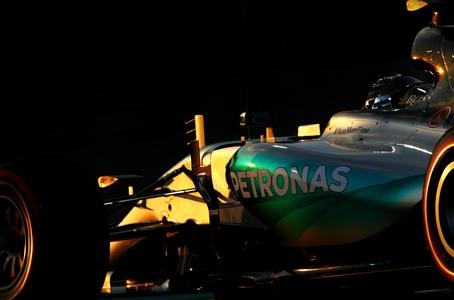 Rosberg domina Abu-Dhabi, consolidando un dominio total de Mercedes.