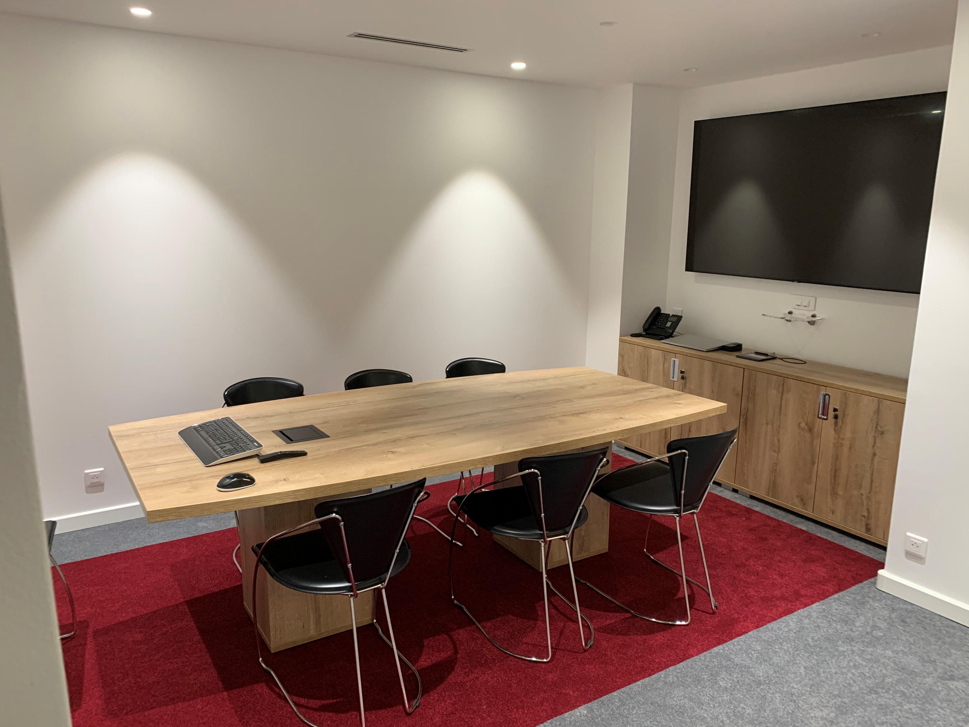 Fourniture de mobilier (table et armoire basse)