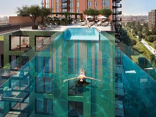 Zwevend zwemmen op 35 meter hoogte