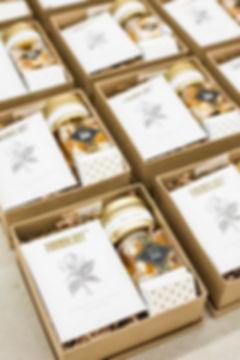 Customize chocolateCorporate gift boxes.