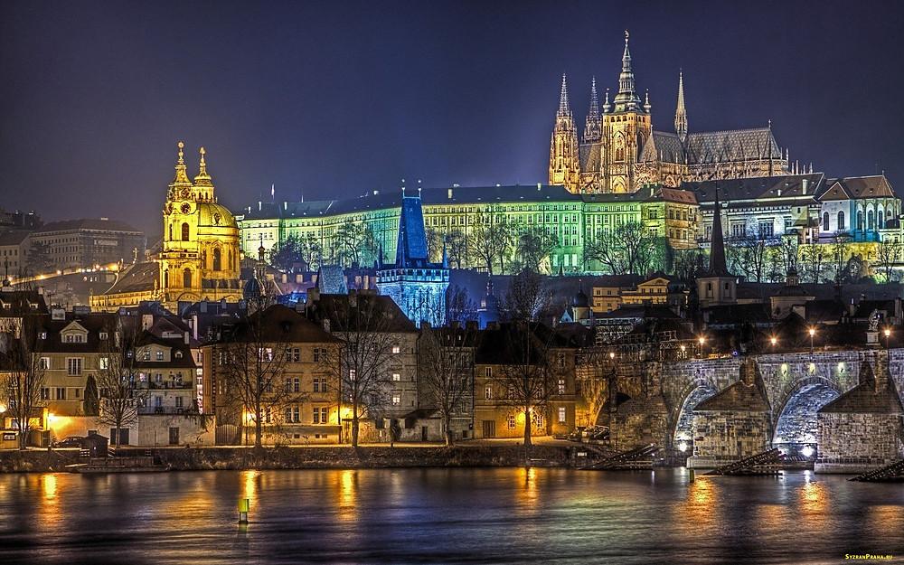 Пражский Град - целый ансамбль собраний разных архитектурных жанров.
