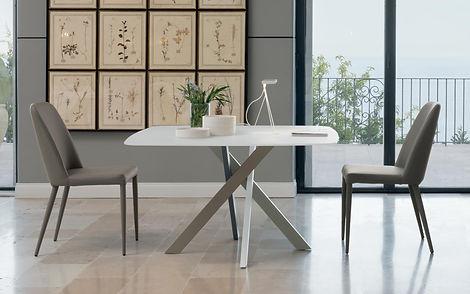 Sedie e tavoli.jpg