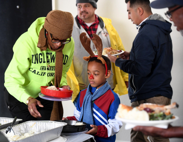 Taylor Equities serves Thanksgiving dinner for tenants