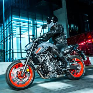 2021-Yamaha-MT07-EU-Storm_Fluo-Action-00