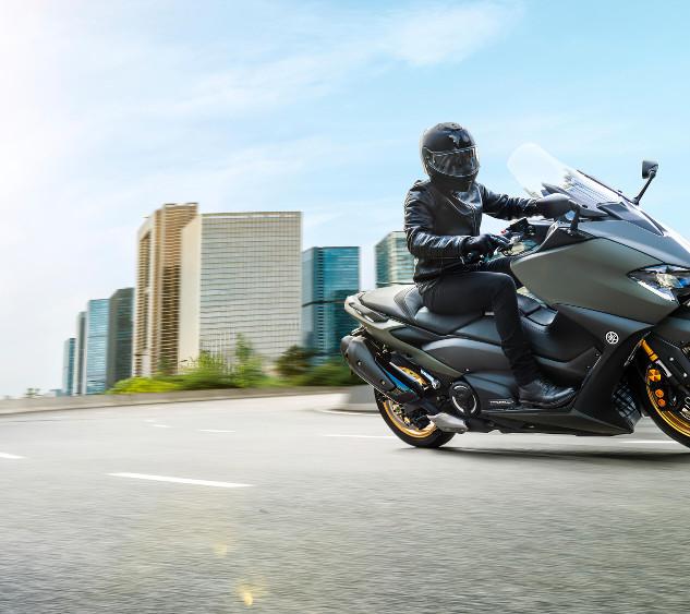 2021-Yamaha-XP500ADX-EU-Tech_Kamo-Action
