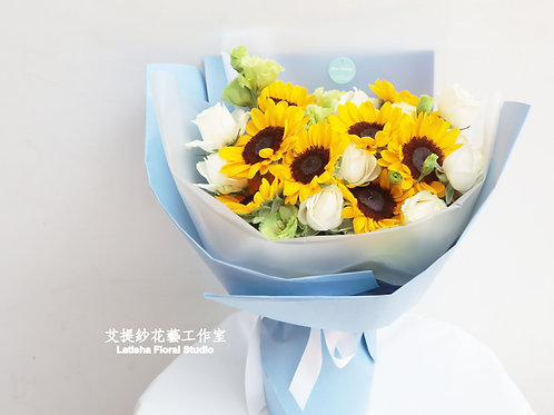 Mixed three kinds of flowers bouquet