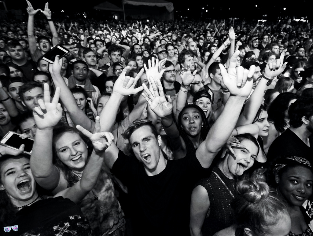 crowd3a