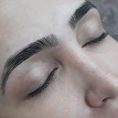 Bom dia! Veja este lindo design de sobrancelhas com coloração!Venha ficar linda conosco! A
