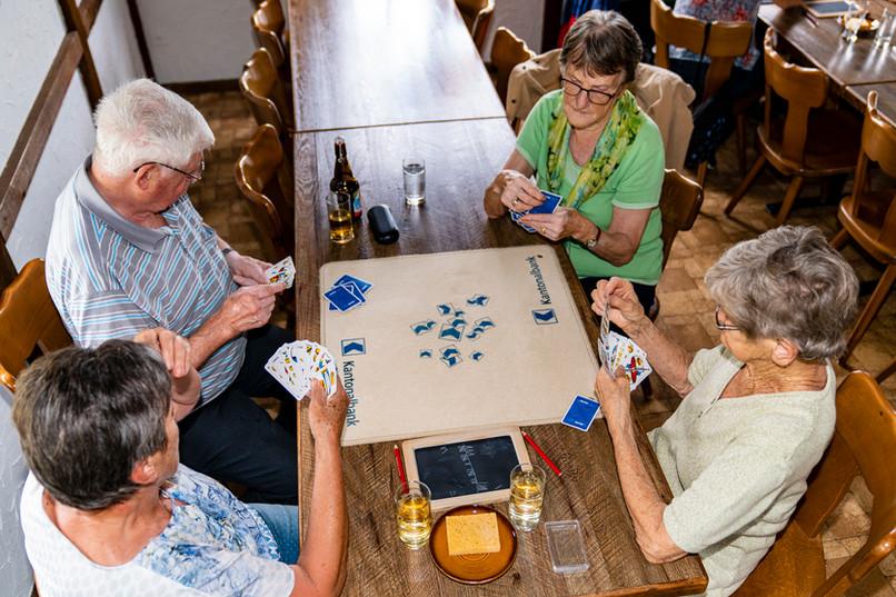 0021_DSC5614_Senioren Spiel und Wurst_20