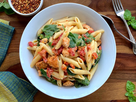 Healthy Florentine Pasta with Sun-Dried Tomatoes and Chicken