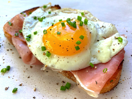 Egg and Prosciutto Toast