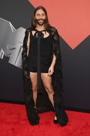 Best Twitter reactions to Jonathan Van Ness' fierce VMAs outfit