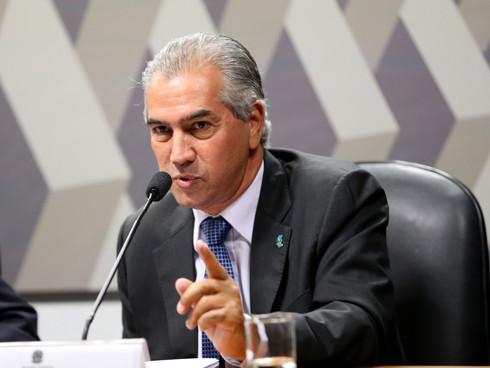 Reinaldo evita dar prazo para atingir meta de vacinação em MS