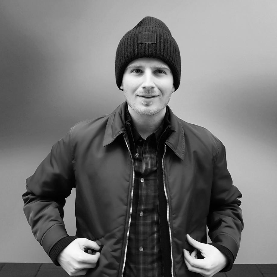 Julian Gadatsch // Writer