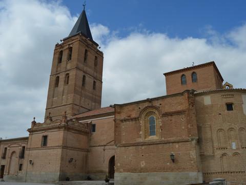 Madrigal de las Altas Torres, cuna de Isabel la Católica y sepulcro de Fray Luis de León